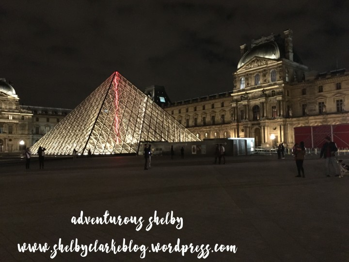 Louvre night